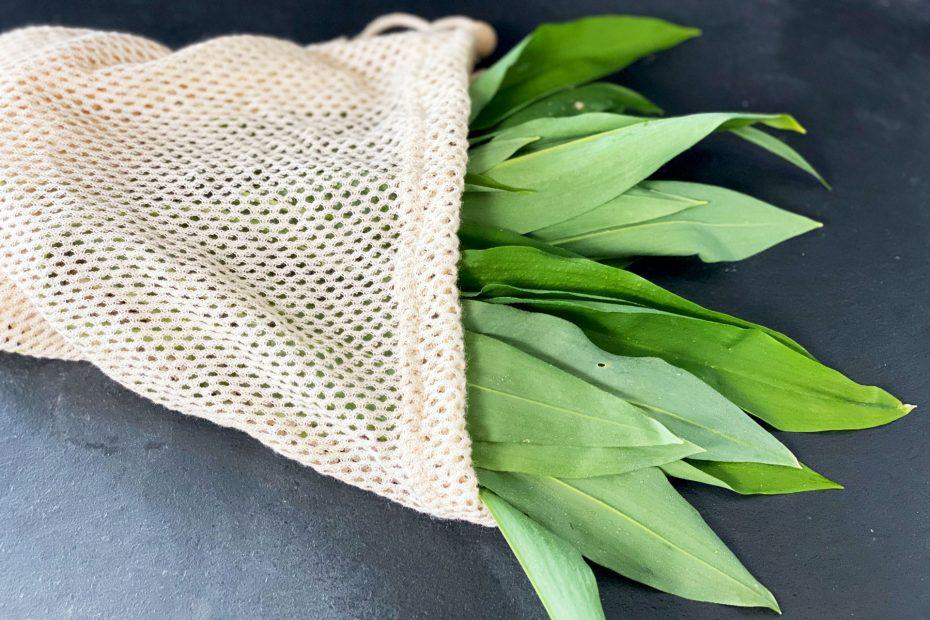 Bärlauchblätter im Textilbeutel