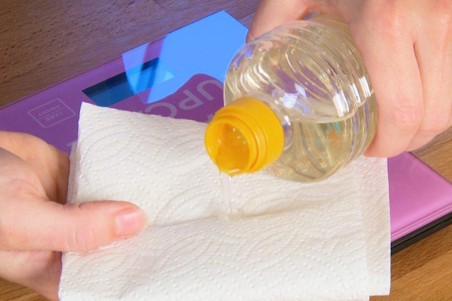 Lifehackerin Etiketten entfernen mit Öl
